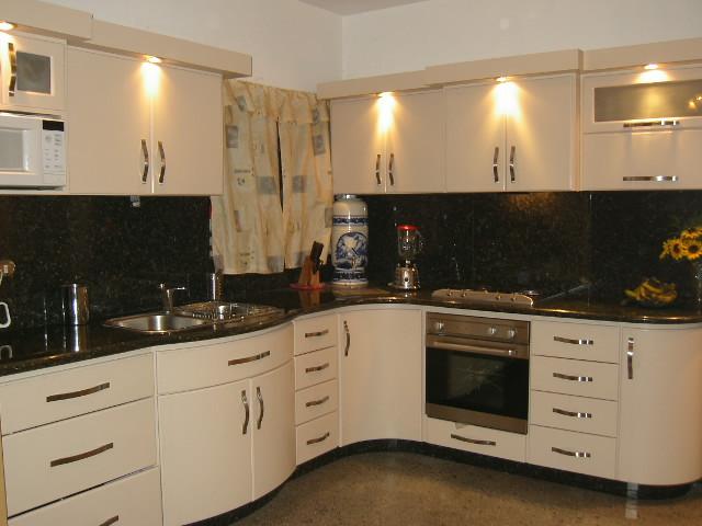 Cocinas empotradas visi n fotos de cocinas ba os for Cocinas empotradas modernas para espacios pequenos